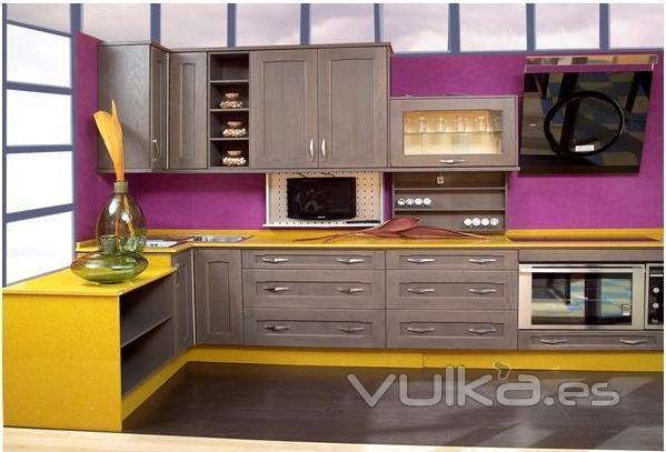 Foto cocina en madera de roble for Cocinas jaen fabrica