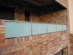 Barandilla quitamientos en terraza con acero inox y cristal laminar