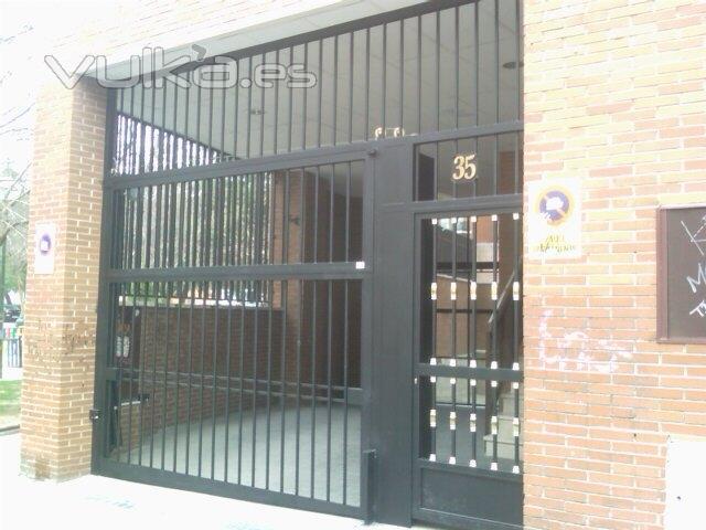 Jmigcerrajeros for Puertas para garajes