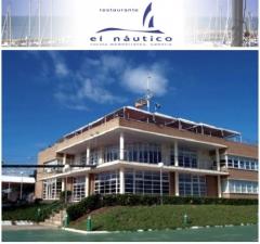 Restaurante con vistas al mar y club nautico