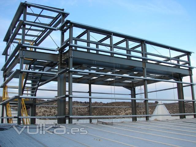 Foto estructura met lica atornillada realizada sobre - Fotos de construcciones metalicas ...