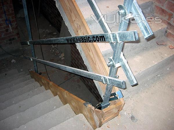 Foto barandilla para proteger escaleras de obra con rodapies - Barandillas de obra ...