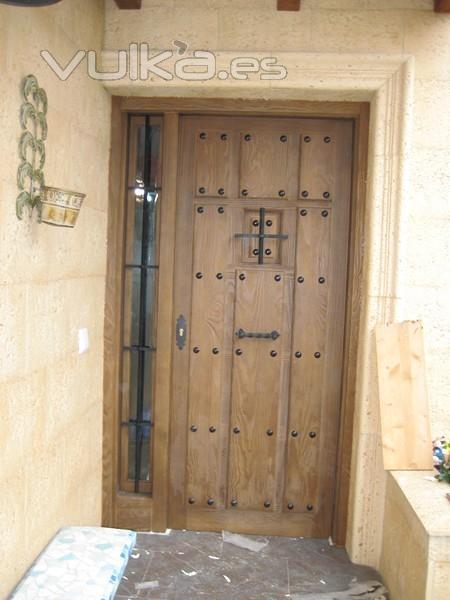 Foto puerta de entrada madera maciza chorreada con arena - Fotos de puertas de entrada ...