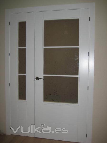 Foto puertas lacadas en blanco vidrieras - Puertas interior blancas baratas ...