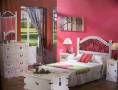 Dormitorio en madera maciza combinado con forja,la eleccion  acertada,sin duda.