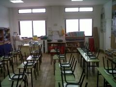 Limpieza de aulas del colegio huerta santa ana.