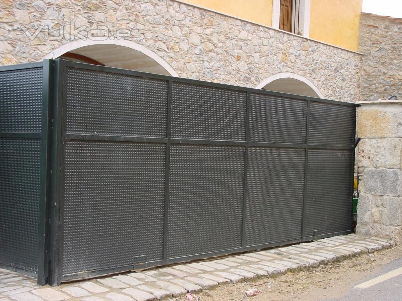Foto puertas y portales de jardin for Puertas jardin aluminio
