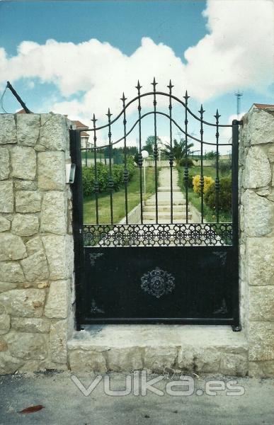 Foto puertas de forja - Puertas metalicas jardin ...