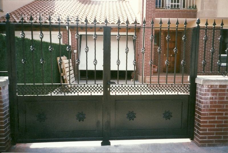 Foto vallas y puertas de exterior for Modelos de puertas metalicas para exteriores