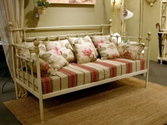 Sofá cama forja antix color decapé. disponible en varias medidas y colores.
