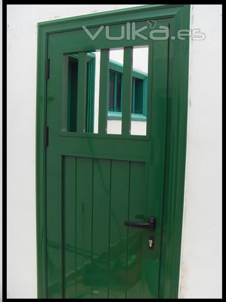 Foto carpinteria de aluminio puerta exterior verde 6002 - Puertas de exterior de aluminio ...