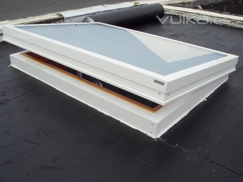 Foto carpinteria de aluminio claraboya hecha a medida for Claraboyas para techos