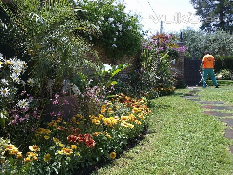 Foto decoraci n de jardines for Fotos de decoracion de jardines