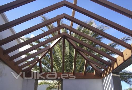 Casa De Estructura De Madera El Techo Techos De 4 Aguas