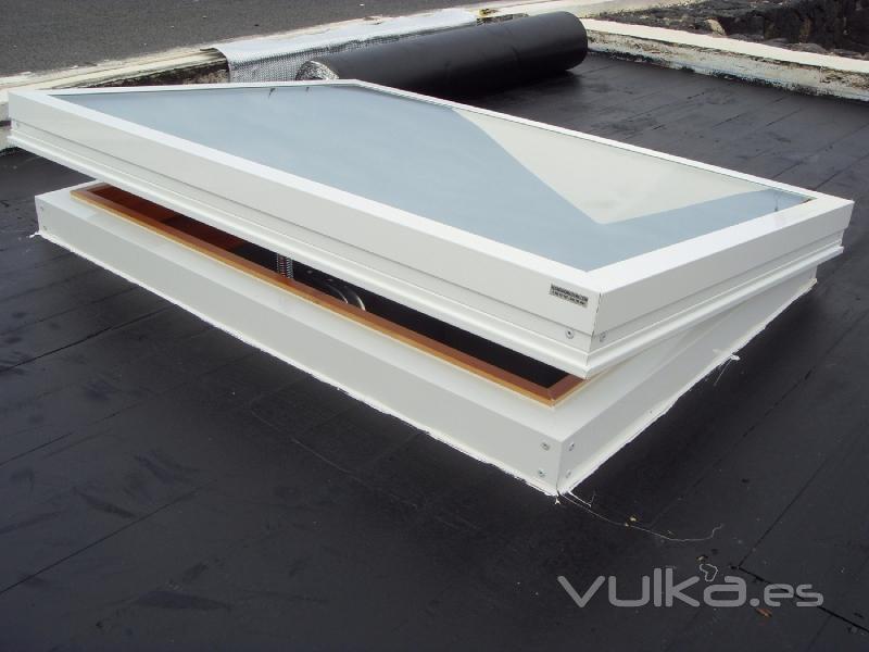 Foto claraboyas de aluminio y madera for Claraboyas para techos