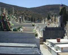 Tumbas en el cementerio