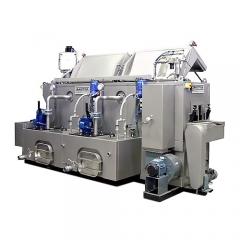 Lavadora industrial de piezas con cinta transportadora.
