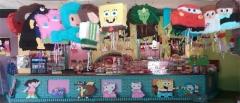 Piñatas y otros artículos para decorar fiestas en Sevilla.