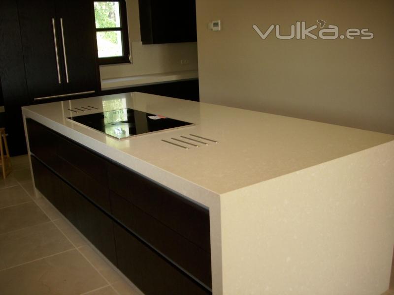 Foto encimera cocina silestone leather beig con fald n for Silestone o marmol para cocina