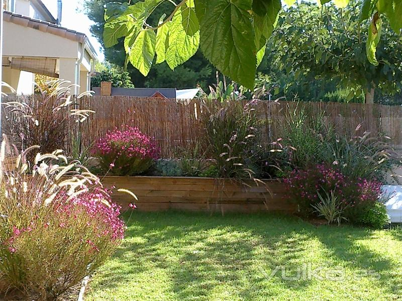 Foto peque os jardines for Ver jardines pequenos de casas