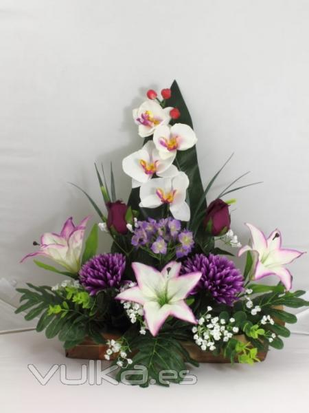 Foto jardinera cementerio orquideas y azucenas for Orquideas artificiales
