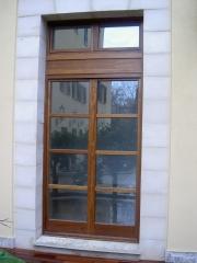 Balconera perfil europeo en madera de iroko