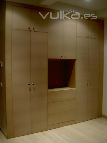 Foto frente de armario con hueco para integrar tv - Armario de la tv ...
