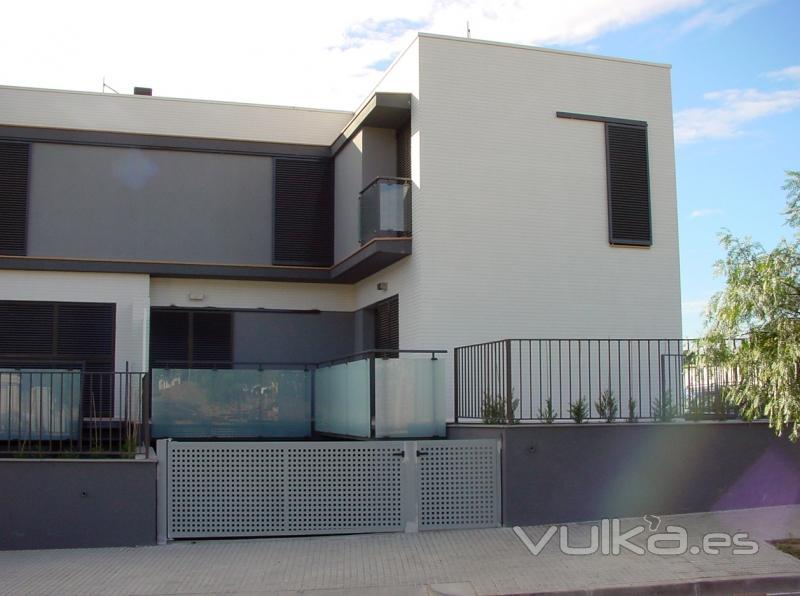 Foto vallas jardin contraventanas ventanas for Vallas de aluminio para jardin
