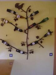 Botellero de forja para pared a medida.434 euros iva incluido.no se incluyen botellas.