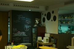 Decoraci�n con pintura de pizarra en bar bubbles