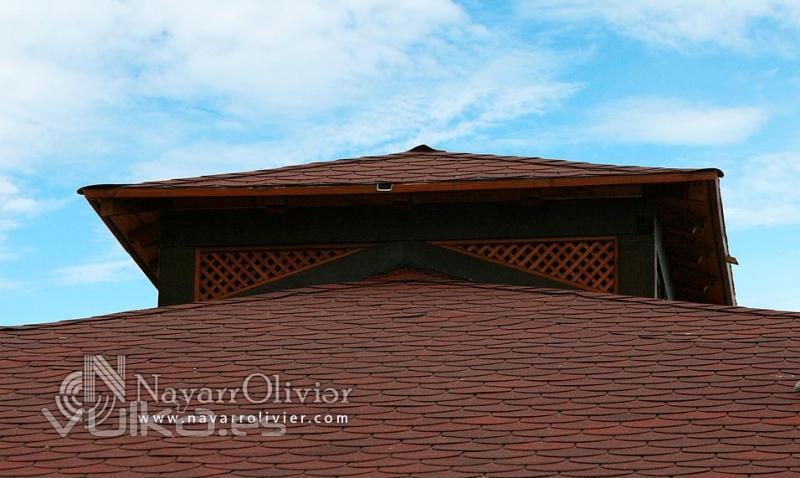 Foto detalle de cubierta a 4 aguas con tela asfaltica for Tejados de madera con tela asfaltica