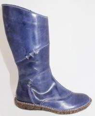 Bota Jungla elaborada en piel. Disponible en Azul.