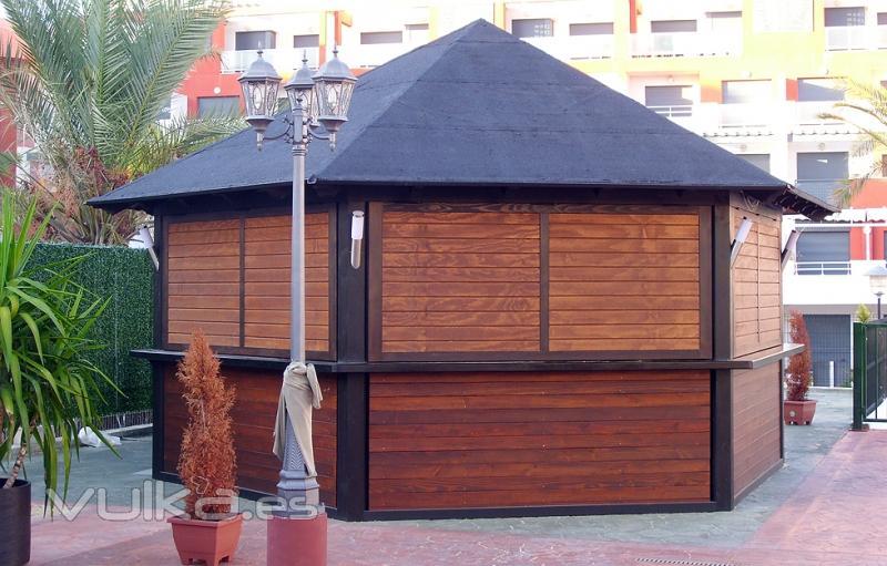 Foto caseta hexagonal para kiosco de helados chiringuito for Disenos de kioscos de madera