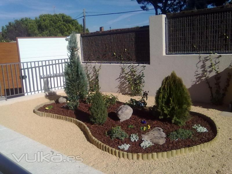 Riegos y jardines ramaviva s l for Diseno de jardines frentes de casas