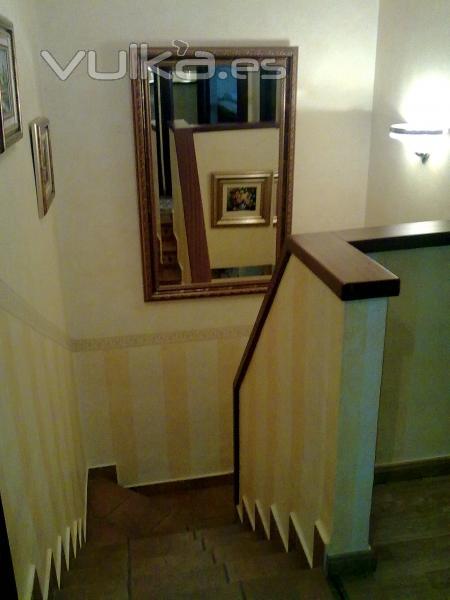 Foto escalera en a t f cenefa y zocalo a rayas - Zocalos para escaleras ...