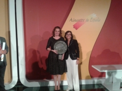 Entrega premio alimentos de españa a imelda ribon- mujer emprenderora 2011
