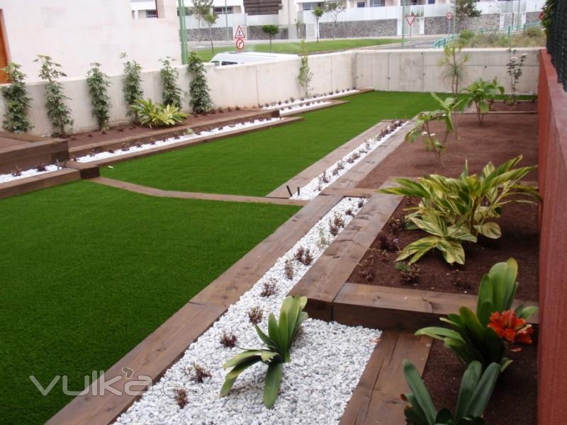 Foto c sped artificial bermuda for Jardines de cesped artificial