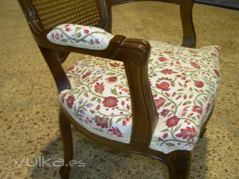 Foto tapizado de silla con brazos - Tapiceros tarragona ...