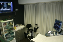 Sala de ecograf�as con pantalla panor�mica para que la paciente pueda seguir la exploraci�n