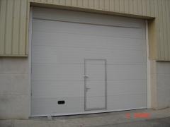 Puerta seccional automatizada industrial