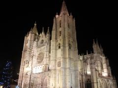 La belleza de catedral de león iluminada .