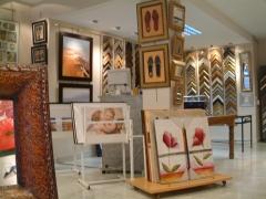 Exposicion de cuadros, láminas y espejos
