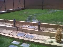 Trabajos de jardineria en arroyomolinos. detalle de balizas.
