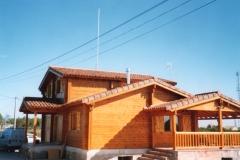 Casa de madera dos plantas