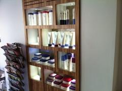 Muebles expositores con diseño y medida ajustado a cada actividad, a cada producto, y cada cliente