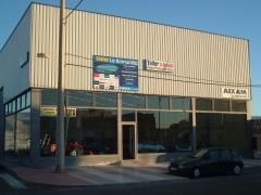 fachada de exposicion en carretera  a-358