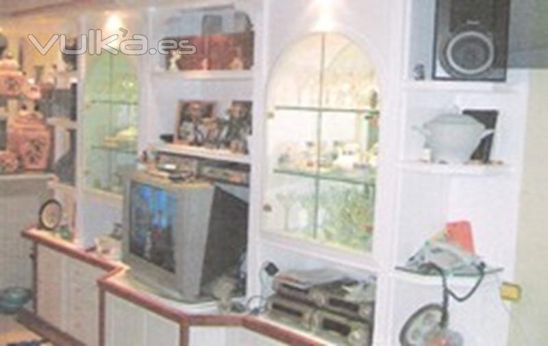 Foto mueble de escayola con puertas de madera y cristal e - Mueble de escayola ...