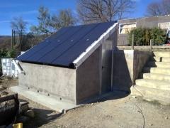 Instalaci�n solar fotovoltaica aislada de la red universal energy en huesca 2011