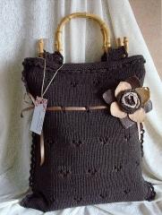 Bolso marron con asas de bamb�