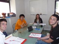 Estudiantes en la academia de idiomas de zador vitoria